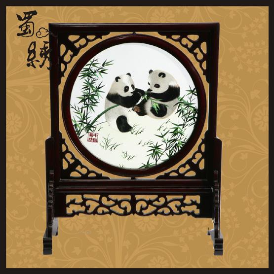 蜀绣30草地双熊猫图片